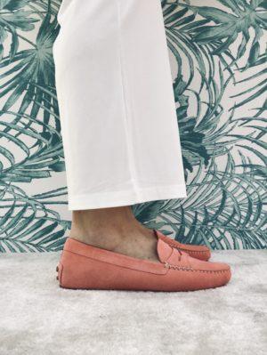 Mocassin car shoes avec semelle à picots et doublure cuir.