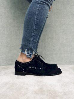 Chaussure à lacet en daim waterproof. Confortable et souple.