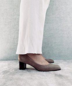 Escarpin confortable flexible grâce à son montage en 2 parties comme les chaussons de dance. Facile à chausser, talon 6 cm.