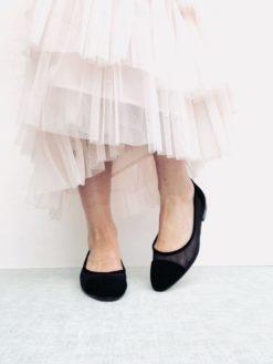 Ballerine en daim noir et tulle effet filet. MAISON VIA ROMA.