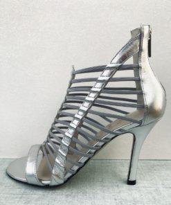 Sandales à talon 10 cm avec brides fines et élastiques. MAISON VIA ROMA.