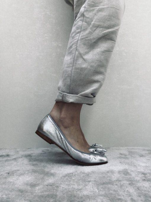 Ballerine en cuir effet chaussons de danse, MAISON VIA ROMA.Ballerine en cuir effet chaussons de danse, MAISON VIA ROMA.
