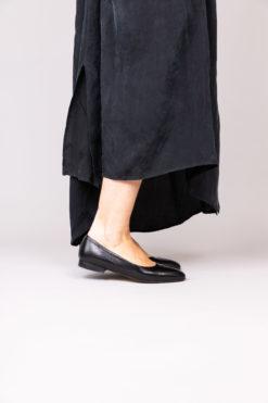 Ballerine à talon 1 cm en cuir de veau noir MAISON VIA ROMA.
