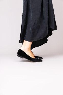 Ballerine à talon 1 cm en velour et vernis noir MAISON VIA ROMA.