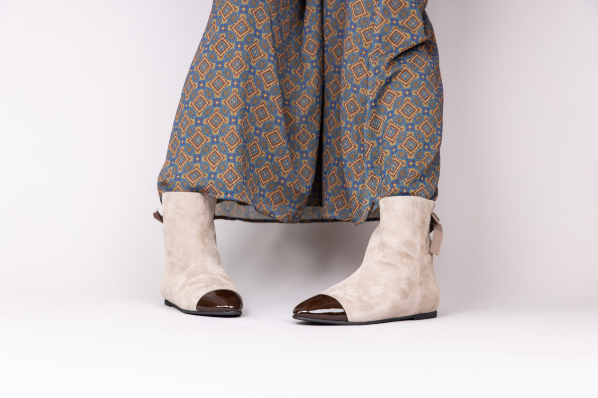 Bottines cavalières élégantes en cuir et daim italien pour femme Maison Via Roma.