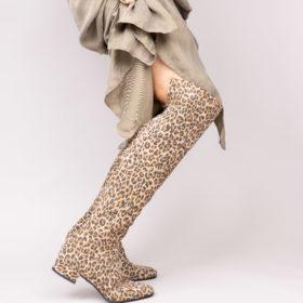 Botte cuissarde en daim léopard. Maison Via Roma